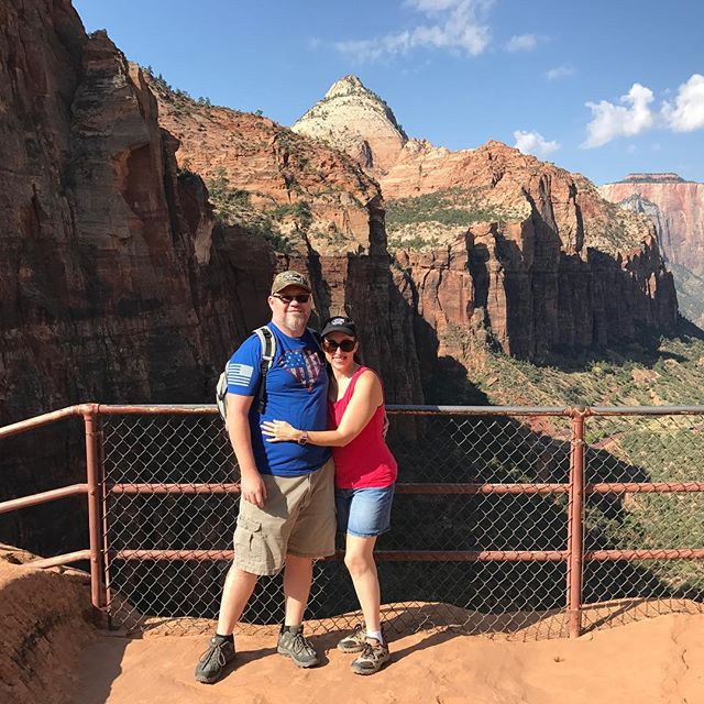 Enjoying the great outdoors with @sunnshine77 Zion National park is