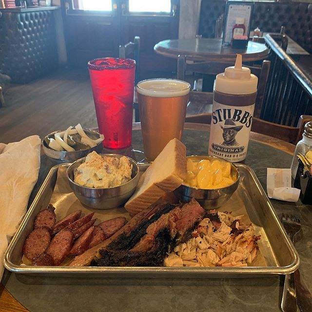 Late lunch/Early Supper and refreshments at Stubbs BBQ in Austin, TX. Sausage, Brisket and pulled pork Texas Style! I tried to go to Franklin's but they were sold out for today!